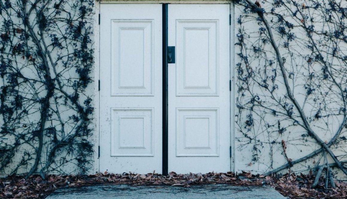 door-dry-leaves-entrance-291647