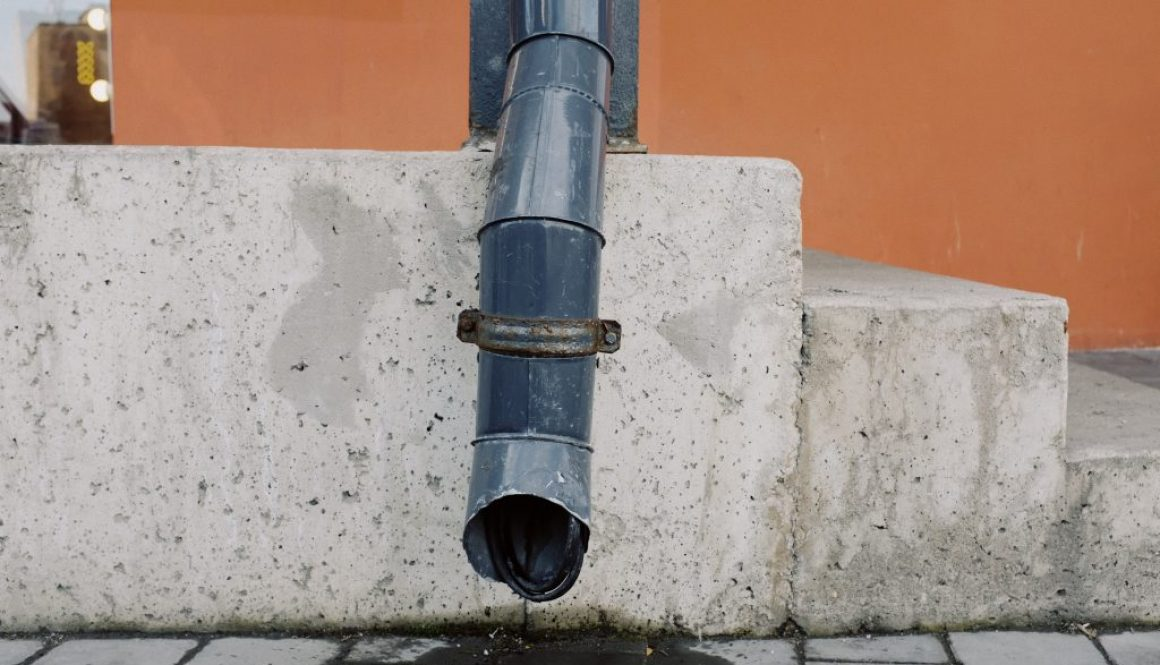 black-pipe-on-concrete-wall-3964796